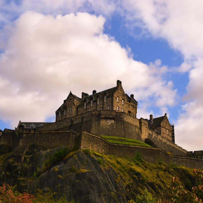 edinburgh-castle-scotland-royal-mile